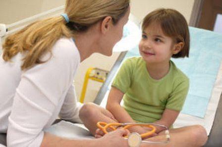 Пауциартикулярный юношеский артрит: причины, симптомы и лечение у детей