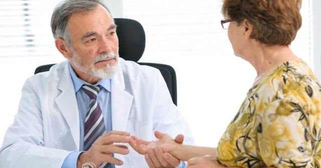 Какой врач лечит артрит и артроз: к какому доктору обратиться
