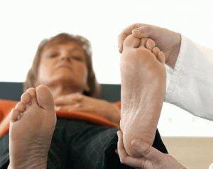 Массаж при подагре стопы: можно ли делать процедуру
