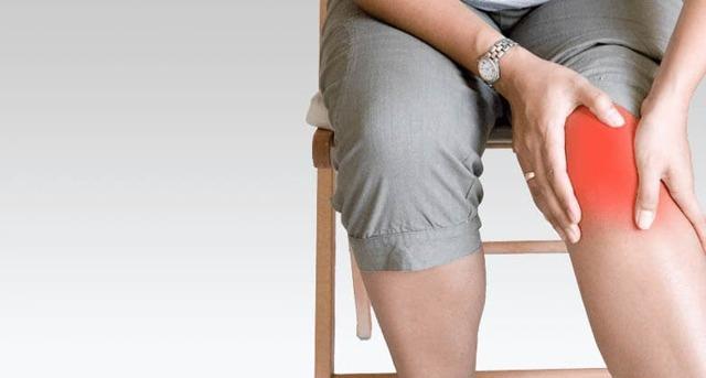 Лечение суставов фольгой: способы обертывания, противопоказания и отзывы
