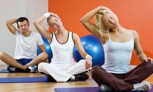 Гимнастика при артрите: комплекс ЛФК для плечевого и тазобедренного сустава