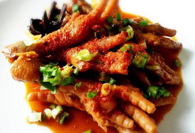 Куриные лапки для суставов: польза и вред, рецепты холодца и бульона