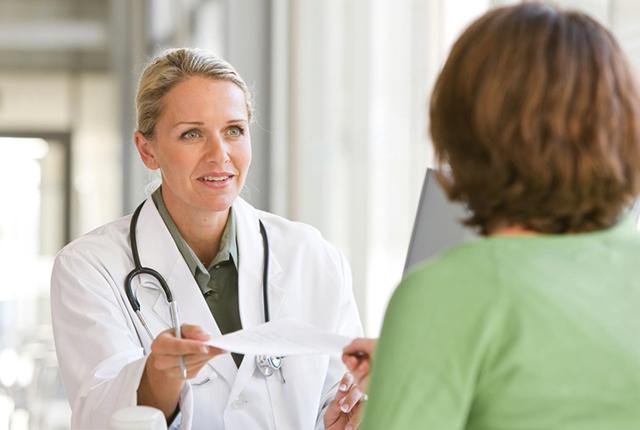 Какой врач лечит остеопороз: к какому специалисту обращаться