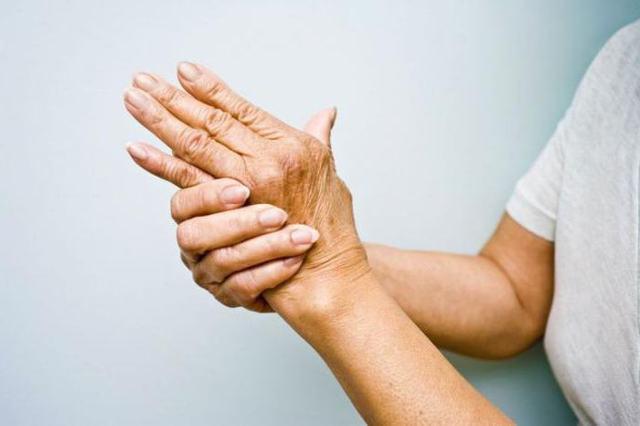 Обезболивающие при ревматоидном артрите: сильные уколы и таблетки